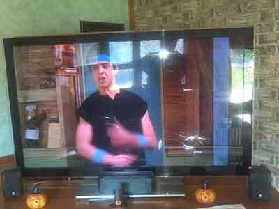خرابی صفحه تلویزیون در اثر آبخوردگی
